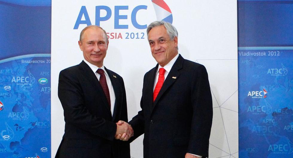 El presidente chileno, Sebastian Pinera posa con el presidente ruso Vladimir Putin durante la ceremonia de llegada a la Cumbre de Cooperación Económica Asia-Pacífico (APEC) en Vladivostok el pasado septiembre de 2012.(Archivo / AFP)