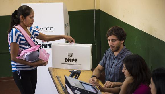 La Oficina Nacional de Procesos Electorales (ONPE) habilitó una plataforma en línea, en la que los ciudadanos pueden elegir dónde sufragar. (Foto: Martin Bernetti / AFP)