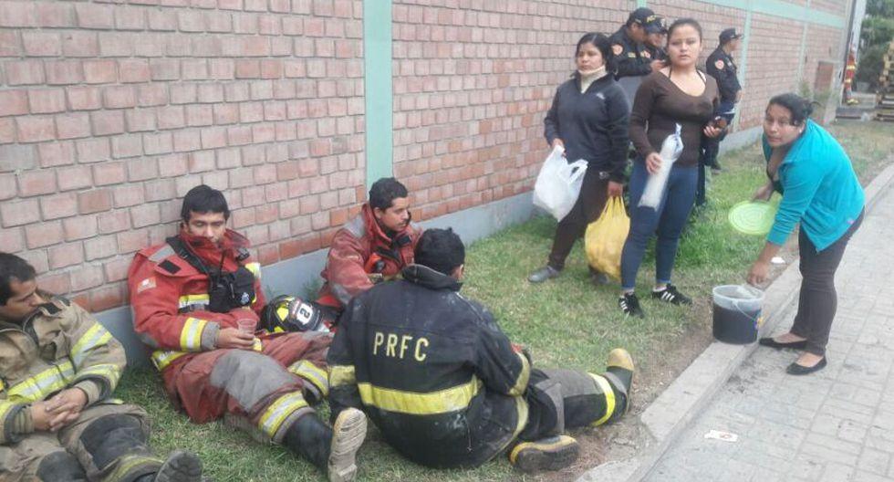 Incendio en El Agustino: bomberos siguen trabajos tras 12 horas - 3