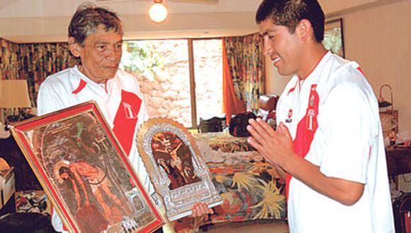 El Monito Zolezzi, durante años, utilero de la 'U' y de la selección peruana. Fue él quién llevó al Puma Carranza al Lolo Fernández por primera vez. FOTO: GEC.
