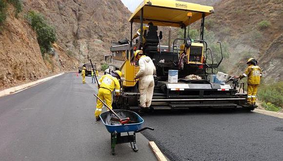 Vía Lima-Canta: restringen tránsito en tramo por asfaltado