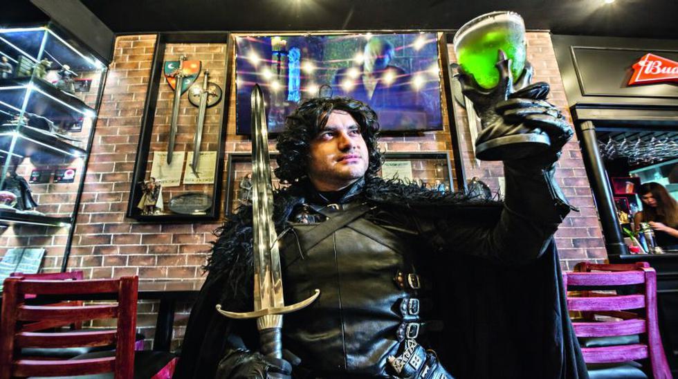 Jorge Montoya es cosplayer (interpreta personajes en convenciones temáticas) desde el 2013, cuando la serie de HBO estaba por la tercera temporada. En esta foto luce como  Jon Snow. (Foto: Fidel Carrillo)