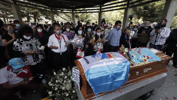 Entierro de Inti Sotelo. Él y Jack Pintado son las dos víctimas fatales durante las protestas contra el Gobierno de Manuel Merino. Mientras, durante el paro agrario, murió Jorge Muñoz Jiménez. (Foto: GEC)