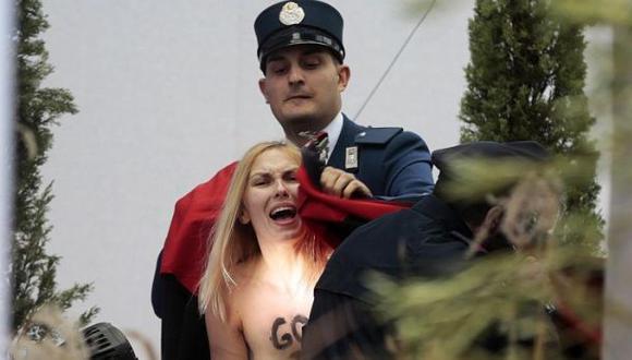 Vaticano liberó activista Femen que intentó robar al niño Jesús