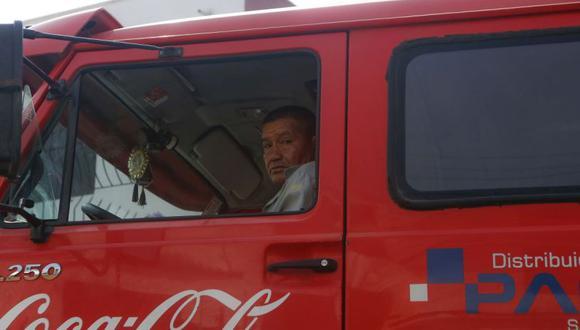 Eleodoro Clemente Rojas Camacho trabaja para la empresa distribuidora Paci. (Hugo Pérez/El Comercio)
