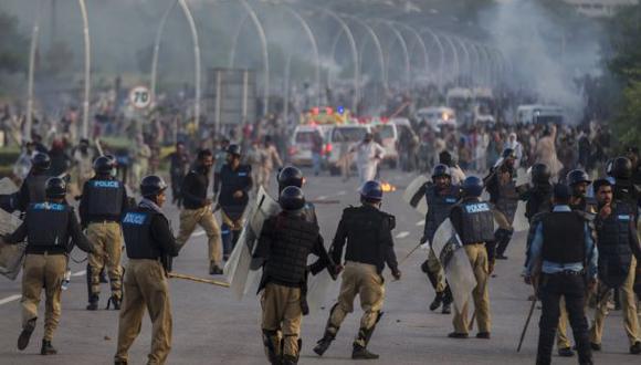 Pakistán: Manifestantes irrumpen en la estación de TV estatal