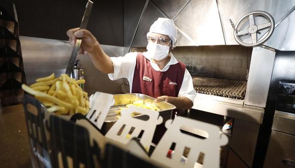 En el cuarto mes del 2020, el sector restaurantes registró una caída de 93%, su retroceso más fuerte durante la pandemia, ante la restricción de operaciones. (Foto: César Campos/ GEC)