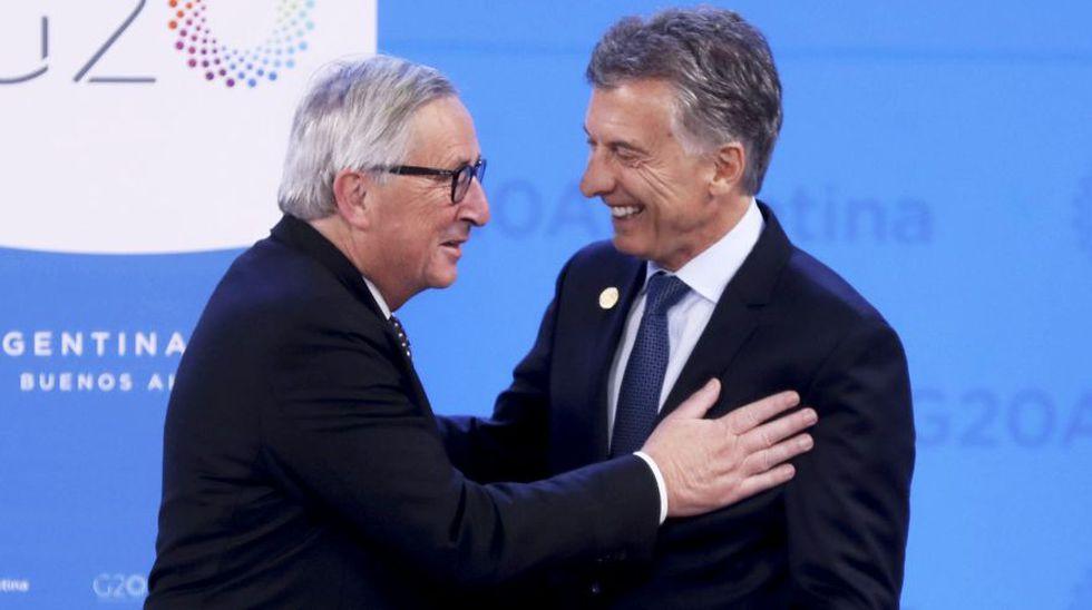 La máxima prioridad de la UE es llegar a un acuerdo con el Mercosur. En la imagen, el presidente de la Comisión Europea, Jean-Claude Juncker, junto a Mauricio Macri, presidente pro tempore del Mercosur. (EFE)
