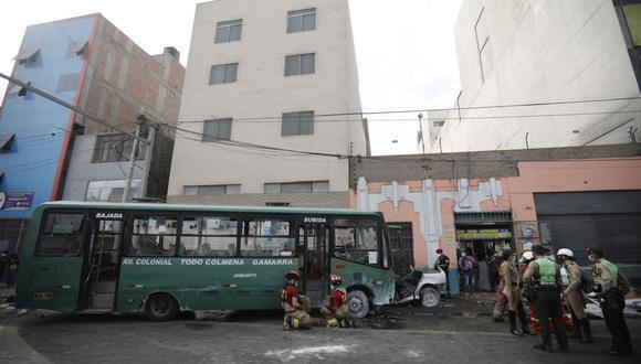 Al lugar llegaron 7 unidades, entre ambulancias y de rescate, del Cuerpo de Bomberos del Perú. (Foto: Joel Alonzo/ @photo.gec)