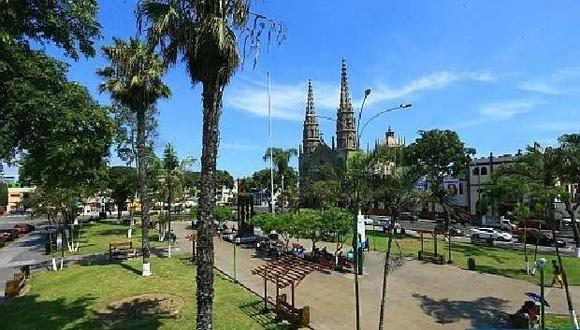 Plaza e Iglesia San José en Jesús María