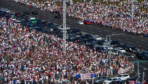 """""""Por todo el país, han protestado cientos de miles de bielorrusos. El régimen ha respondido con represión, arrestando a unas 7.000 personas"""". (Foto: Sergei Gapon/AFP)."""