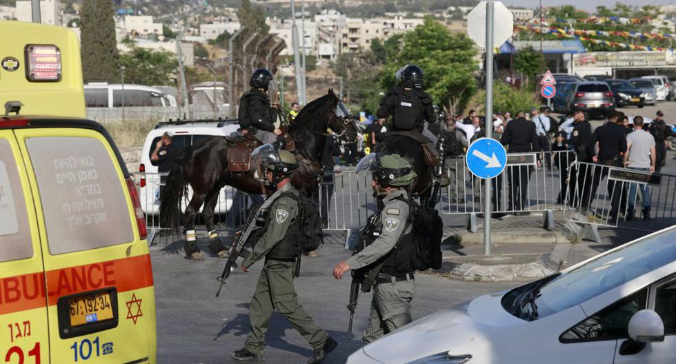 Several injured in East Jerusalem after a car struck Israeli policemen