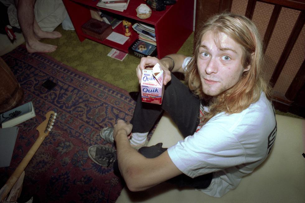 """Nacido el 20 de febrero de 1967 en Aberdeen, Washington, Cobain se convirtió en leyenda y mártir de la generación X, una generación desencantada con el mundo que le había tocado vivir. Al igual que otras leyendas de la música, como Jimi Hendrix, Janis Joplin o Jim Morrison, forma parte del célebre """"Club de los 27""""."""