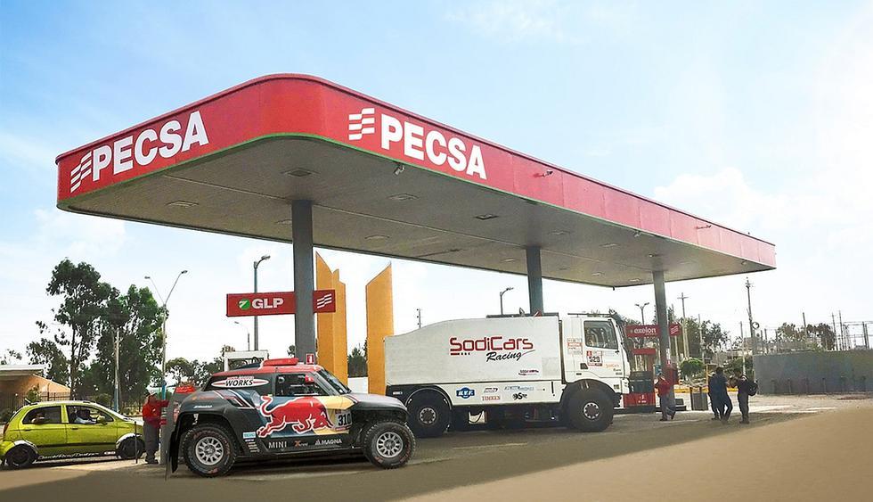 """Un promedio de un litro de combustible por cada kilómetro recorrido consumirán los 337 vehículos de alta competencia entre motos, automóviles, cuatrimotos, UTVS (vehículos areneros) y camiones que estarán en el Rally Dakr. De esta manera, informó Pecsa, para competir en dicha carrera un participante necesita hasta 2.100 galones de combustible durante todo su recorrido. """"Para Pecsa ser parte del Rally Dakar 2018 es muy importante porque es la carrera más difícil y de mayor prestigio del mundo y es la forma en la que demostramos la calidad de nuestros combustibles que brindarán el mejor desempeño a los vehículos durante la carrera, los cuales pasarán por las condiciones más extremas. Además, cabe resaltar la confianza que tienen los organizadores en nuestros sistemas logísticos y de proveeduría a lo largo y ancho de todo el territorio peruano"""", comentó Manuel Romano, gerente de Márketing de Pecsa. (Foto: El Comercio)"""