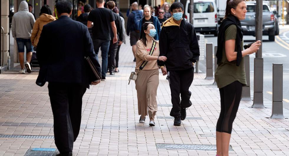 Imagen del mes de mayo de 2020. La gente camina en una calle en Wellington.  (AFP/Marty MELVILLE).