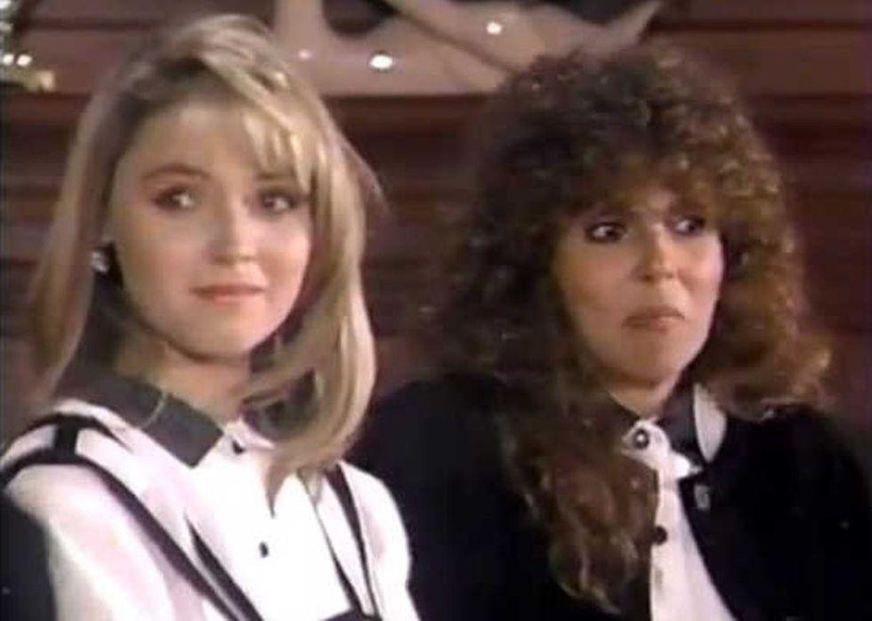 """Angélica Rivera con Verónica Castro en """"Mi pequeña Soledad"""" (1990) (Foto: Televisa)"""