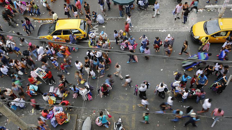 El caos por los ambulantes en Mesa Redonda y Gamarra en fiestas - 6