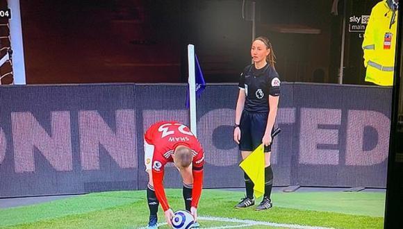 Un partido de fútbol, censurado más de 100 veces por la TV iraní para no mostrar las piernas de la asistente. (Foto: @Football_TaIk / Twitter)