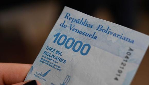 El Banco Central lanzó en junio nuevos billetes mucho más altos que los anteriores. Foto Getty images, vía BBC Mundo