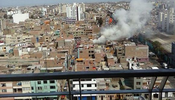 Incendio en Breña: 8 unidades de bomberos controlaron siniestro