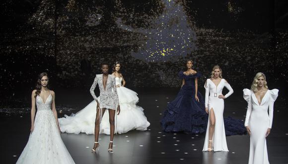 Beyond the Stars ('más allá de las estrellas') 2020 es la colección más reciente de Pronovias. Incluye propuestas poco 'convencionales' como vestidos cortos, combinaciones de tops y faldas, y diseños totalmente en negro.