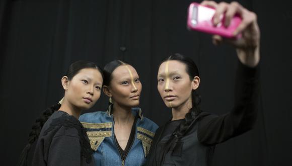 Encuentran 'selfies' de desnudos en teléfonos viejos
