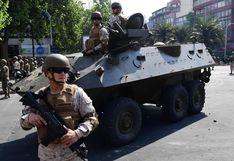 Militares con fusiles y tanquetas de guerra patrullan las calles de Santiago de Chile, bajo estado de emergencia | FOTOS