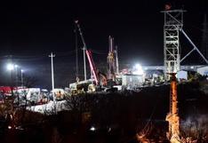 """""""No dejen de intentar rescatarnos"""": la desesperada situación de 12 mineros atrapados en una mina en China"""