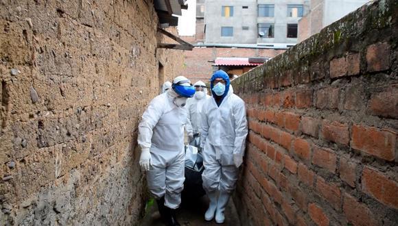 De acuerdo con el Sistema Informático Nacional de Defunciones (Sinadef), 24.267 personas fallecieron debido a la pandemia durante el último mes. Es decir, 783 personas cada 24 horas. (El Comercio)