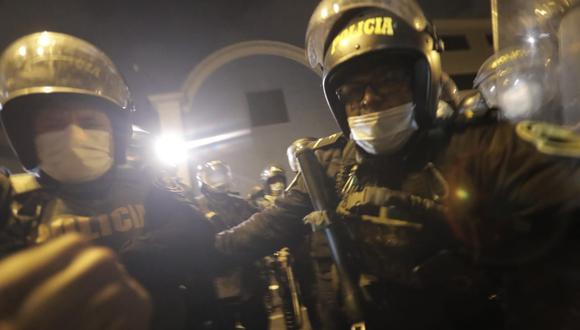 Mientras estaba siendo agredido, Renzo logró tomar algunas fotos de quienes serían los policías que lo jalonearon. (Foto: Renzo Salazar / GEC)