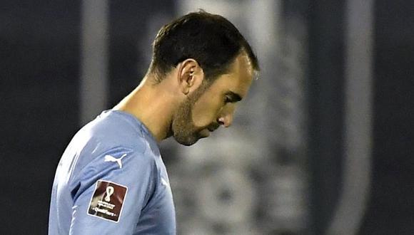 Diego Godín lamenta la derrota de Uruguay ante Argentina. (Foto: Reuters)