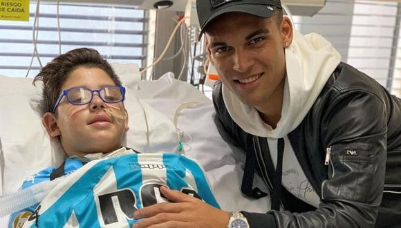 Enzo es el menor que sufrió un accidente junto a su familia en el cual se vio perjudicado. Durante su recuperación, recibió la visita de Lautaro Martínez, quien le llevó un obsequio al pequeño hincha de Rancing (Foto: Racing)