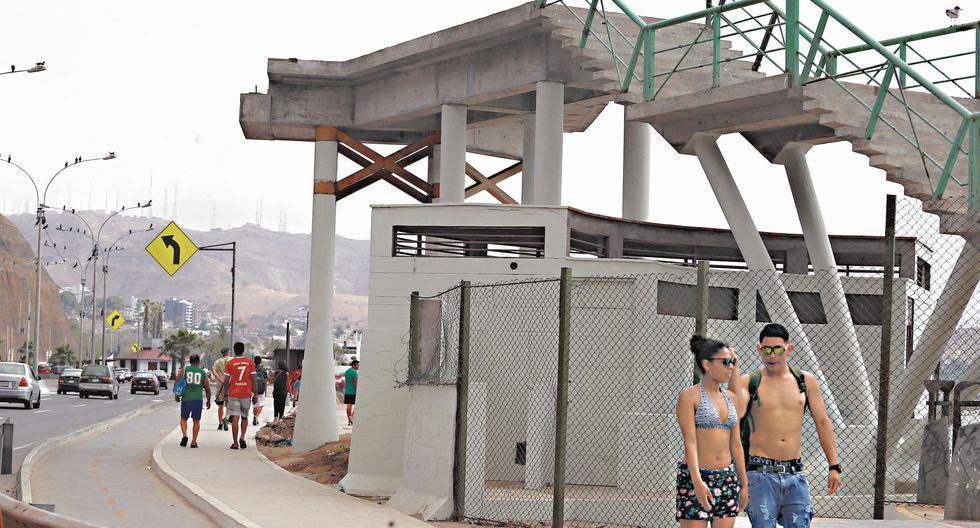 La entonces alcaldesa de Lima, Susana Villarán, dijo que los seis puentes estarían listos en el 2013. Sin embargo, las estructuras en el circuito de playas continúan abandonadas hasta el día de hoy. (Alessandro Currarino)