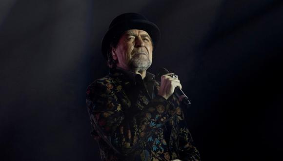 Joaquín Sabina sufrió aparatosa caída en pleno concierto y fue sacado en camilla.