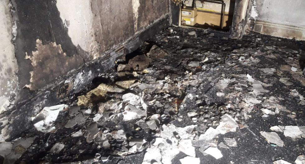 Foto 1 de 3   El departamento quedó destruido a raíz del incendio. Afortunadamente nadie salió herido.   Foto: South Yorkshire Fire & Rescue / Facebook. (Desliza hacia la izquierda para ver más fotos)