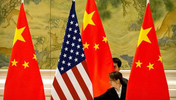 Imagen referencial. Las banderas de China y Estados Unidos. REUTERS
