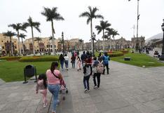 Plaza Mayor de Lima es reabierta al público tras retiro de rejas que limitaban su acceso desde julio pasado