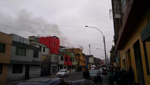 Cercado de Lima: bomberos controlaron incendio en jirón Chancay
