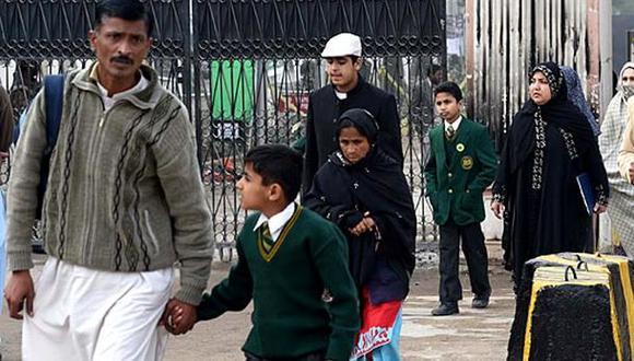 Pakistán: reabren escuela donde talibanes mataron a 132 niños