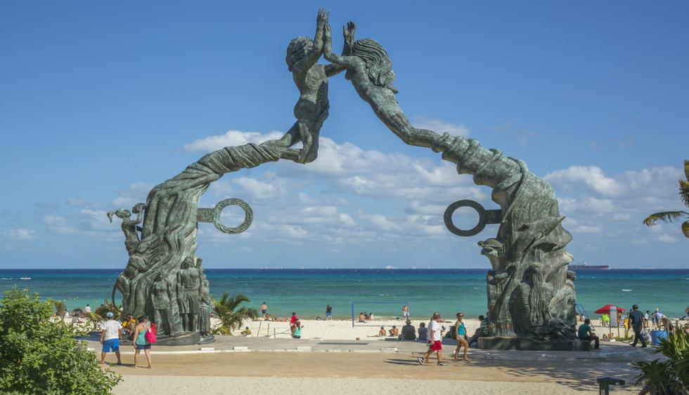 La escultura Portal Maya de Playa del Carmen hace referencia al juego de pelota de los mayas.  Foto: istock