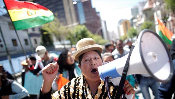 Una simpatizante de Carlos Mesa protesta para reclamar la publicación de resultados oficiales de las elecciones del domingo en Bolivia. (REUTERS/Ueslei Marcelino).