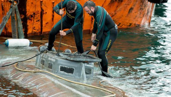 El narcosubmarino que fue incautado en España con tres toneladas de cocaína. (AFP / Lalo R. Villar).
