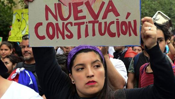 Uno de los principales reclamos durante el estallido social fue la reforma de la Constitución. (Getty Images).