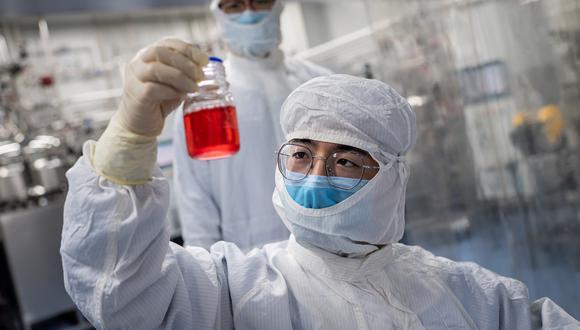 Diversos equipos trabajan en vacunas contra el COVID-19. (Foto: NICOLAS ASFOURI / AFP)