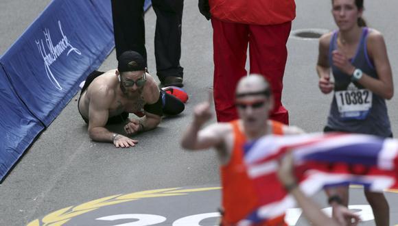 YouTube: el conmovedor momento que vivió un marine en la Maratón de Boston | VIDEO. (Foto: AFP)