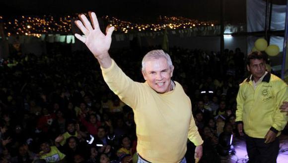 El ex alcalde Luis Castañeda no ha dado declaraciones a los medios hasta el momento.