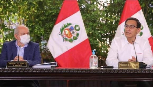 El titular del Consejo de Ministros Pedro Cateriano y el presidente Martín Vizcarra participan en una conferencia de prensa desde Palacio, el pasado miércoles 22 de julio.