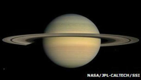 Saturno podría estar produciendo su luna número 63