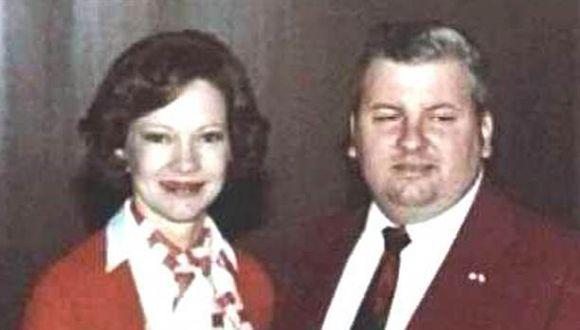 Johh Wayne Gacy con la primera dama Rosalynn Carter el 6 de mayo de 1978. Seis años después de que comenzaron los asesinatos y siete meses antes de su arresto final.