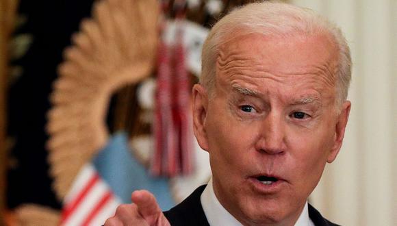 El presidente de Estados Unidos, Joe Biden, responde preguntas mientras realiza su primera conferencia de prensa formal en el Salón Este de la Casa Blanca en Washington, Estados Unidos, el 25 de marzo de 2021. (REUTERS/Leah Millis).
